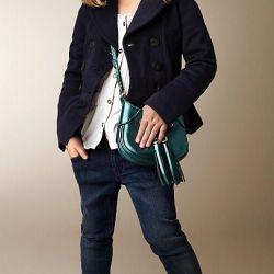 Jeans y bolso, esto funciona hasta para mamá