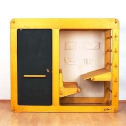 Cama, armario y escritorio en un solo mueble.