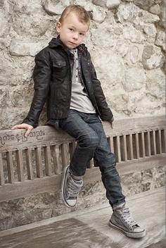 porsupuesto que jeans converse y chaqueta de piel son un clasico
